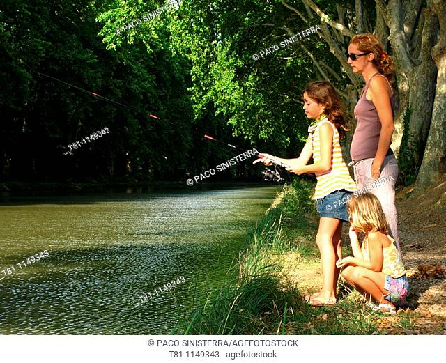 family, fishing in France, midi channel