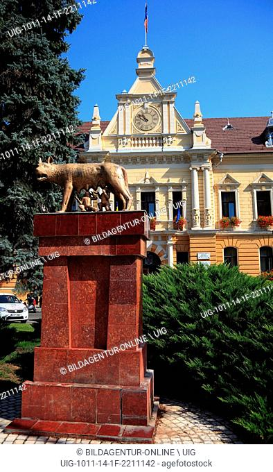 Monument The Capitoline Wolf suckles the boys, Romulus and Remus at the City Hall of Brasov, Brasov, Transylvania, Romania