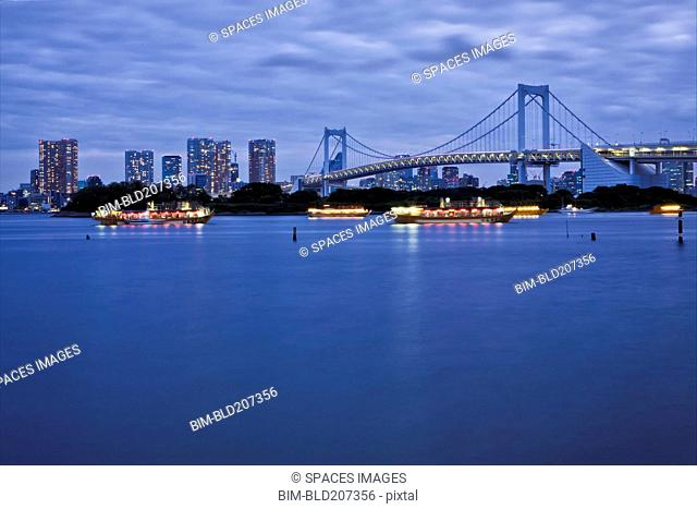 Boats in Tokyo Bay with Rainbow Bridge and skyline, Obaida, Tokyo, Japan
