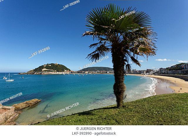 View from the park of Palacio de Miramar onto the beach, Playa de la Concha, Bahia de la Concha, San Sebastian, Donostia, Camino de la Costa, Camino del Norte