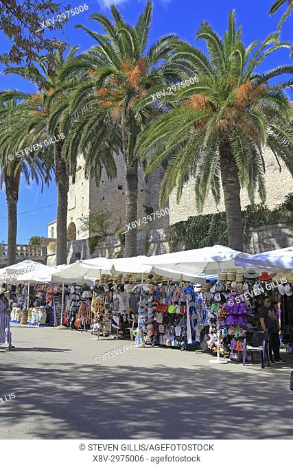 Market stalls selling souvenirs in Korcula Town, Korcula Island, Croatia, Dalmatia, Dalmatian Coast, Europe