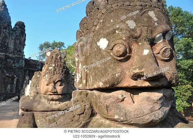 Angkor (Cambodia): statues along the Giants Causeway