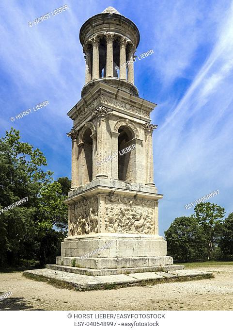 Roman mausoleum in ancient Glanum, Saint Remy-de-Provence, Bouches-du-Rhone, Provence-Alpes-Cote dâ. . Azur, southern France, France, Europe