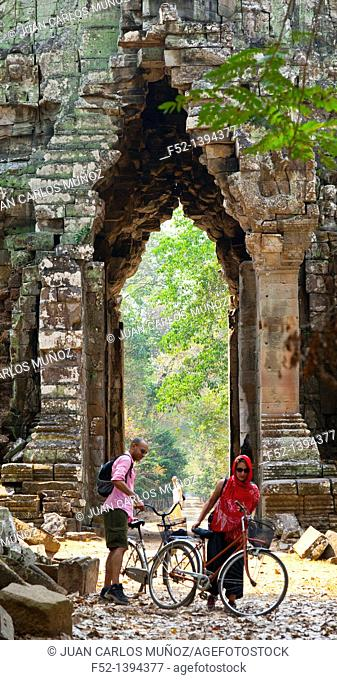 Death Gate  East Entrance  Angkor Thom  Angkor  Siem Reap town, Siem Reap province, Cambodia, Asia
