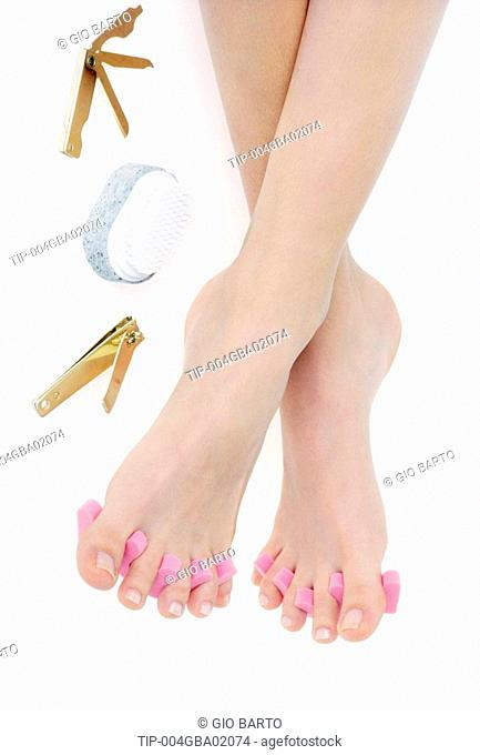 Feet with toilette accessory