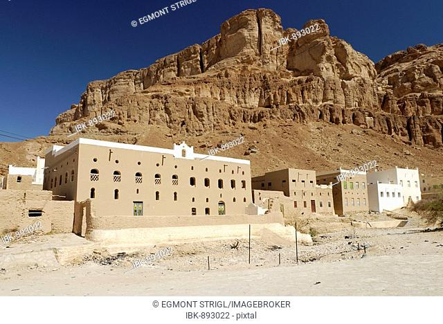 Grave of the Prophet Hud, Islamic pilgrimage city Gabr Hud, Qabr Hud, Wadi Hadramaut, Yemen, Arabia, Arabian Peninsula, Middle East