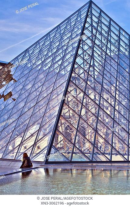 Louvre Museum, Musee du Louvre, Glass Pyramid, by architect I M Pei, main courtyard Cour Napoleon, Louvre Palace, art museum, Paris, France, Europe