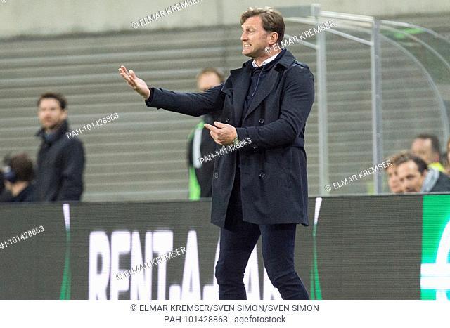 coach Ralph HASENHUETTL (Hasenh-ttl, L) gives Anweisung, Anweisungen, halbe Figur, Halbfigur, gesture, gesture, .Fussball Europa League, Viertelfinale, Hinspiel