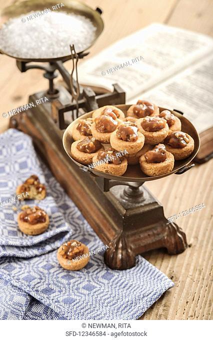Walnut Sable Breton (biscuits with glazed walnuts)