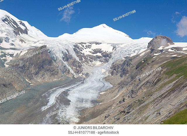 View over glacier Pasterze to the mountain Johannisberg. Hohe Tauern National Park, Carinthia, Austria