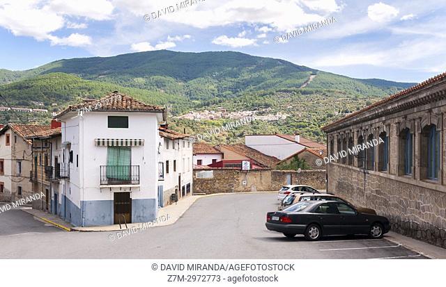 Mombeltrán con Santa Cruz del Valle al fondo. Barranco de las cinco villas. Valle del Tiétar. Provincia de Ávila, Castile-Leon, Spain