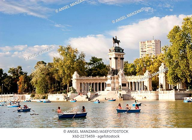 Lake and Alfonso XII sculpture in El Buen Retiro park, Madrid
