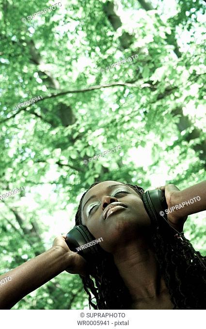 Woman nature headphones Supraphoto