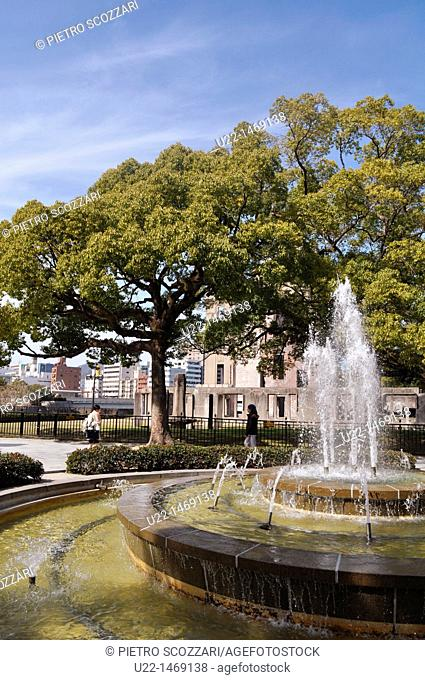 Hiroshima (Japan): fountain by the ruins of the 'Atomic Bomb Dome'