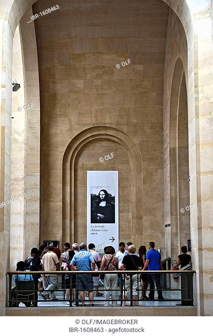 Visitors, tourists in front of the direction sign to the Mona Lisa hall in the Musée du Louvre museum, Paris, Ile de France region, France, Europe