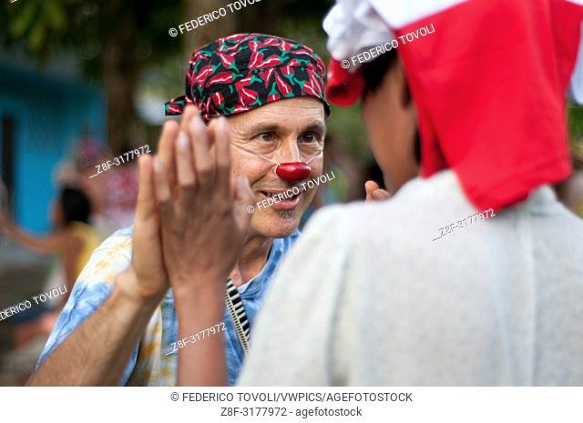 Durante una visita de los payazos del festiva de Belen al C. R. E. M. I centro de discapacitados mentales. Peru