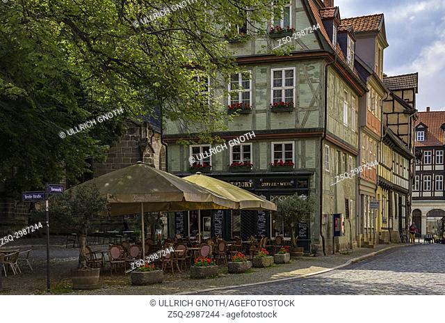 Street cafe at the Kornmarkt in the Old Town of Quedlinburg, Saxony-Anhalt, Germany