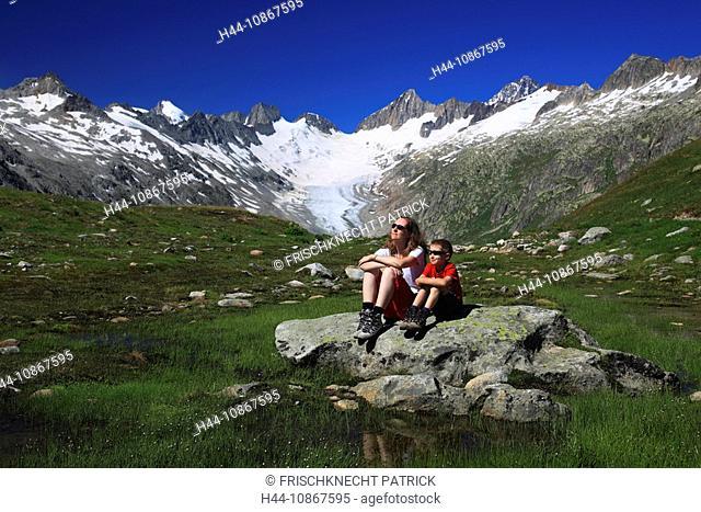 Alps, view, Baeregg, mountain, mountains, canton Bern, Switzerland, person, Bernese Oberland, boy, Bäregg, ice, warming, heating, family, woman, wife, mountains
