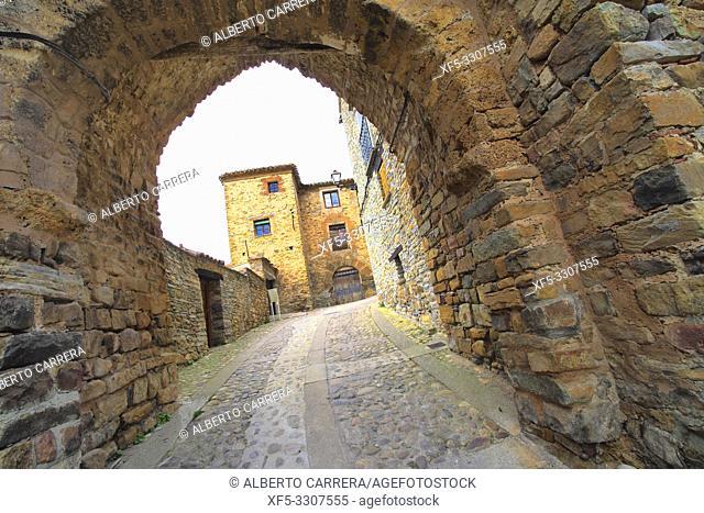 Puerta del Río, River Gate, Street Scene, Tipycal Architecture, Old Town, Yanguas, Soria, Castilla y León, Spain, Europe