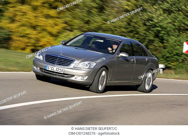 Mercedes S 500, silver, model year 2005-, driving, diagonal from the front, frontal view, country road