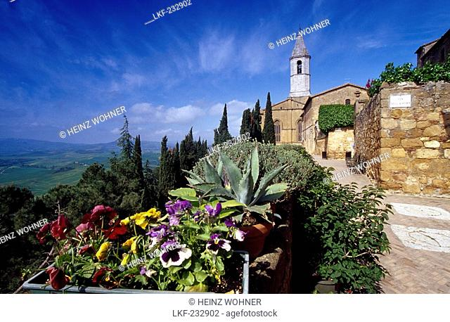 View at a church in the sunlight, Via dell'Amore, Pienza, Val d'Orcia, Tuscany, Italy, Europe