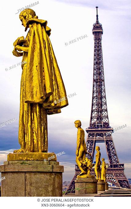 Gilded bronze statue decorating the central square of the Palais de Chaillot, Trocadéro, on background Eiffel Tower, Tour Eiffel, Paris, France, Europe