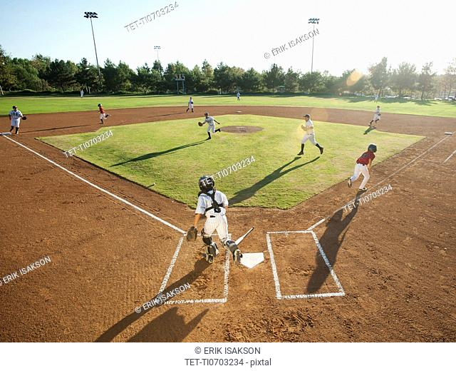 USA, California, little league baseball team 10-11 during baseball match