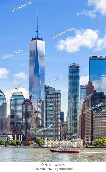 One World Trade Center, One WTC, Lower Manhattan skyline, New York skyline, Hudson River, tour boat, New York, United States of America, North America