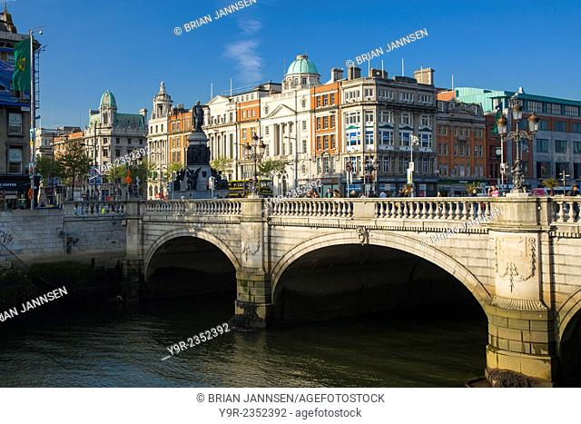 Traffic along O'connell Bridge across River Liffey, Dublin, Eire, ireland