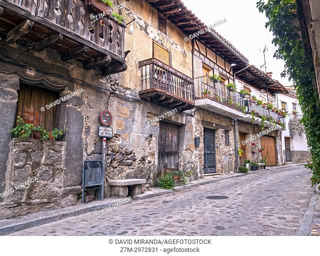 Calle típica de Cuevas del Valle. Barranco de las cinco villas. Valle del Tiétar. Provincia de Ávila, Castile-Leon, Spain