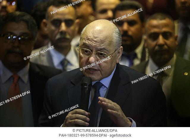 dpatop - Egyptian Presidential candidate and leader of El-Ghad Party Moussa Mostafa Moussa speaks during a press conference at the party's headquarters in Cairo