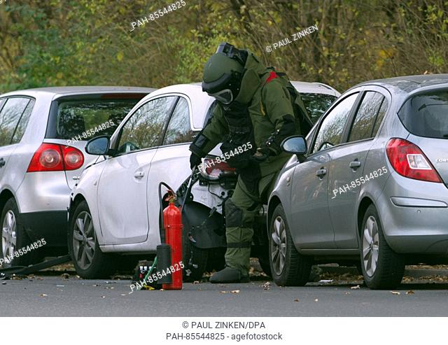An explosives expert from the police inspects a car in the borough of Neukoelln in Berlin, Germany, 10 November 2016. A loud bang was heard coming from the car