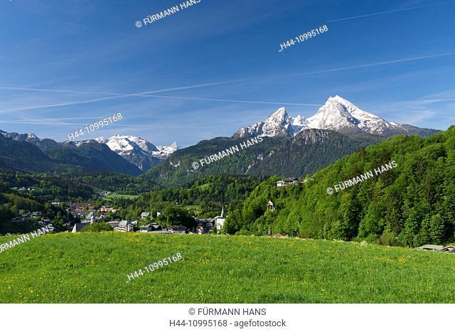 Panorama over Berchtesgaden with Watzmann
