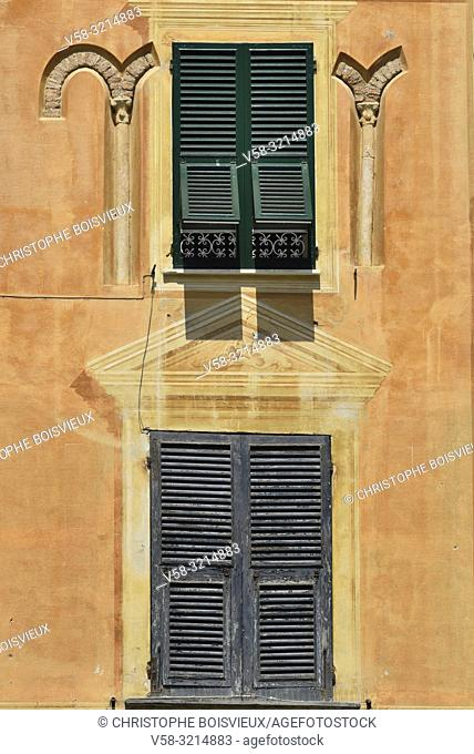 Italy, Liguria, Portofino, Old façade with trompe l'oeil window