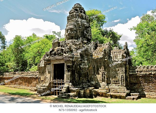 Cambodia, Siem Reap, Angkor classified World Heritage by UNESCO, one of the gate of Angkor Thom, tower-shaped head