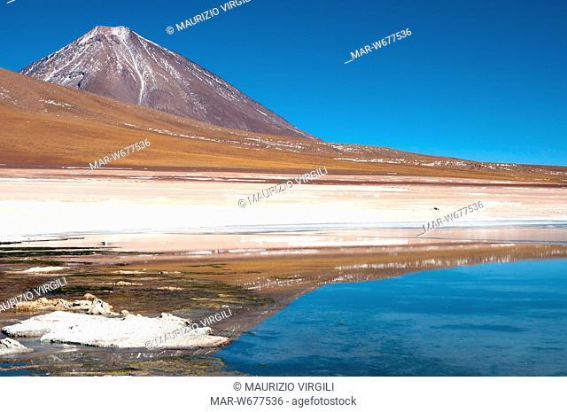 laguna e vulcano licancabur, altopiano tra bolivia e cile, bolivia, altopiano, america del sud