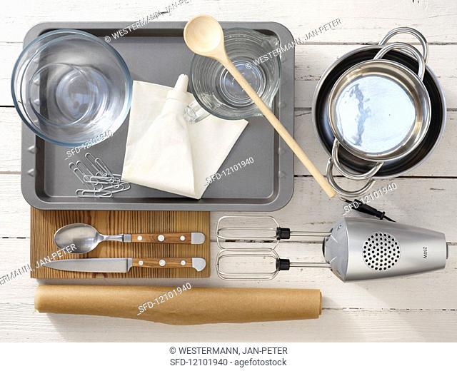 Kitchen utensils for preparing ice cream soufflé