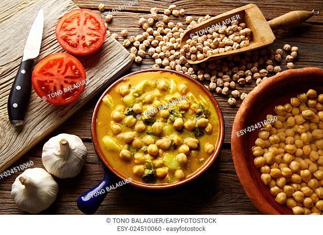 Potaje de Garbanzos chickpea stew Spain recipe traditional with ingredients