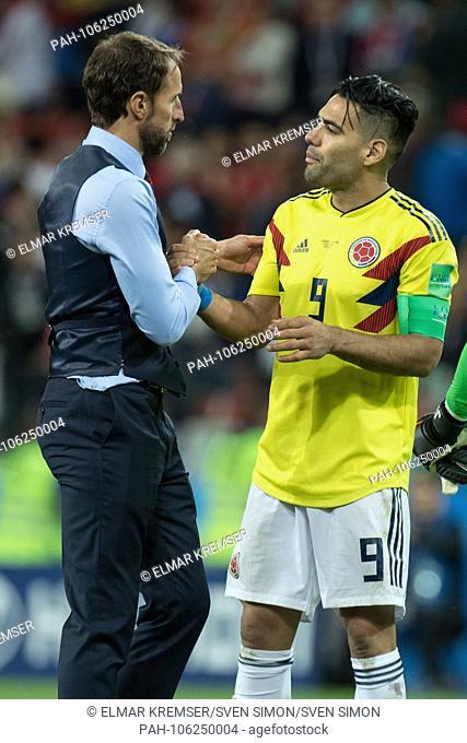 Gareth SOUTHGATE (li., Coach, ENG) shakes hands with Radamel FALCAO (COL), thanks, comforting, consoling, comforting, frustrated, frustrated, late, disappointed