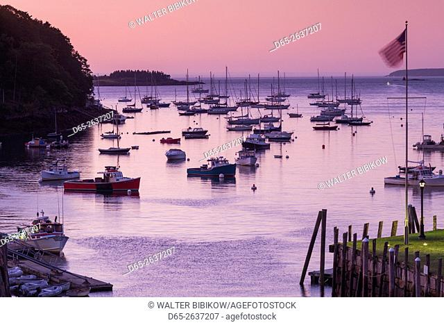 USA, Maine, Rockport, Rockport Harbor, dawn