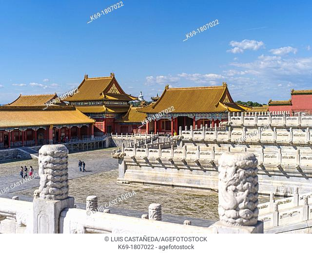 The Forbidden City was the Chinese imperial palace from the Ming Dynasty to the end of the Qing Dynasty  It is located in the middle of Beijing, China