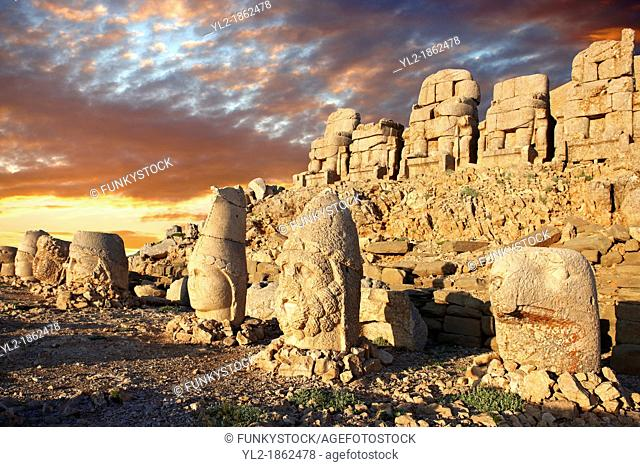 Pictures of the statues of around the tomb of Commagene King Antochus 1 on the top of Mount Nemrut, Turkey Stock photos & Photo art prints In 62 BC