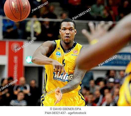Berlin's Deon Thompson pass the ball to a teammate during the Euroleague group E intermediate basketball round match between Brose Baskets Bamberg and ALBA...