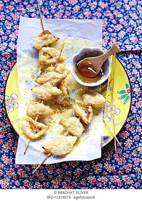 Banana skewers with honey
