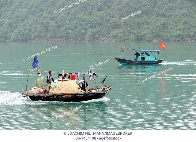 Boats in Halong Bay, Vinh Ha Long, North Vietnam, Vietnam, Southeast Asia, Asia