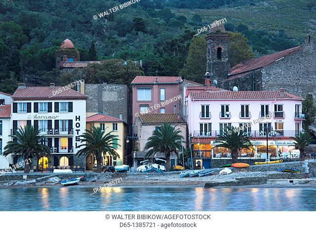 France, Languedoc-Roussillon, Pyrennes-Orientales Department, Vermillion Coast Area, Collioure, town waterfront, dusk