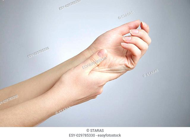 Pain in the joints of the hands. Care of female hands
