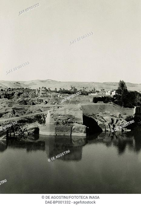 Temple ruins on Elephantine island, with Cleopatra's bath in the foreground, Aswan, Egypt, photograph by Ugo Monneret de Villard, 1921-1927