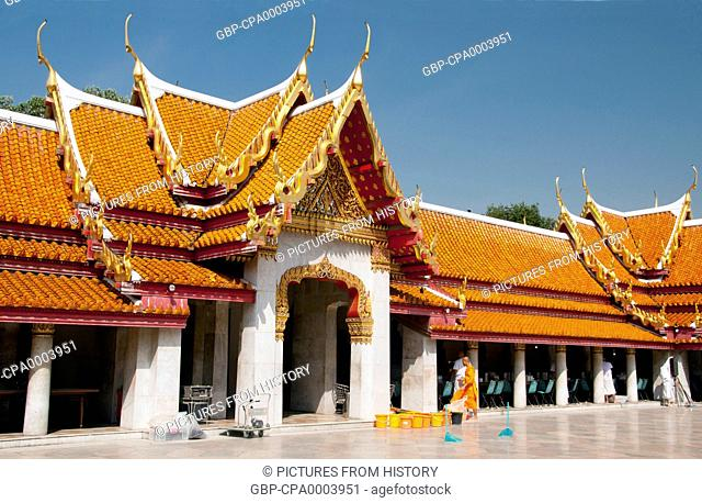 Thailand: Central cloister with Buddhas, Wat Benchamabophit, Bangkok