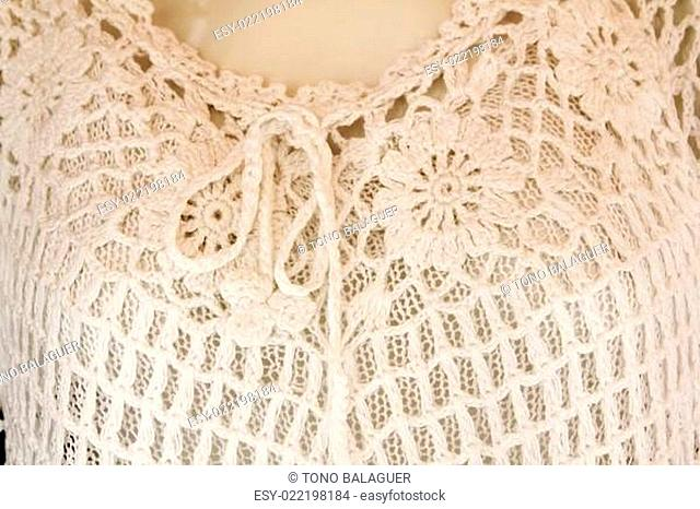 Crochet white woman shirt in white with thread loop